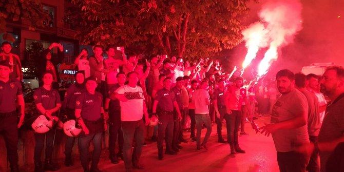 Galatasaraylılar, Bursa'da şampiyonluklarını kutladı