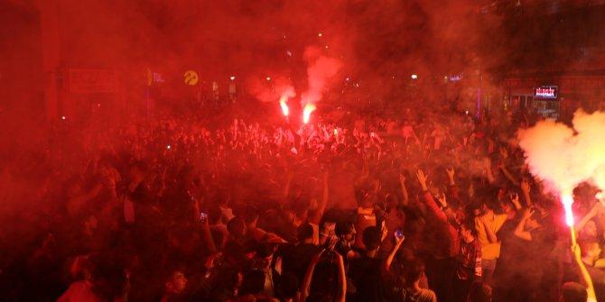Adıyaman'da Galatasaray taraftarlarından şampiyonluk kutlaması
