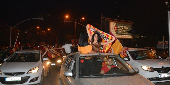 Adana'da Galatasaray taraftarları şampiyonluğu kutladı