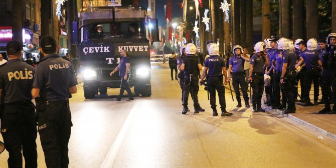 Denizli'de şampiyon iki tamının taraftarları kavga etti, polis TOMA'yla müdahale etti