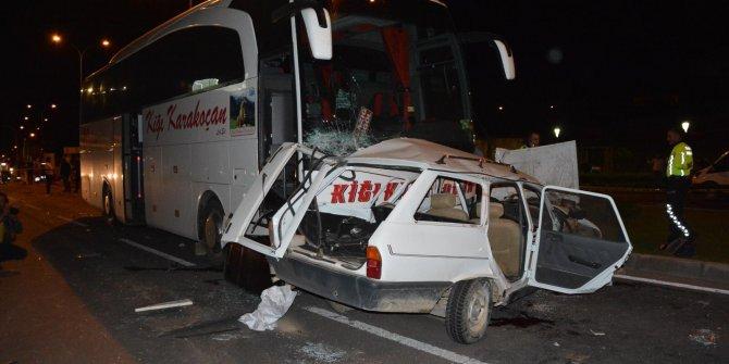 Yolcu otobüsü otomobile çarptı: 3 ölü