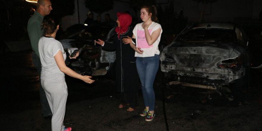 Adana'da şizofren hastası komşularının araçlarını ateşe verdi