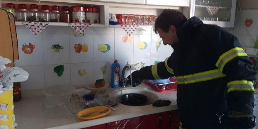 Torununa patates kızartayım derken evi yakıyordu