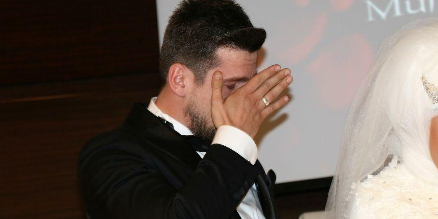 Başkan Yağcı nikah şahitliği yaptı, damat gözyaşlarını tutamadı