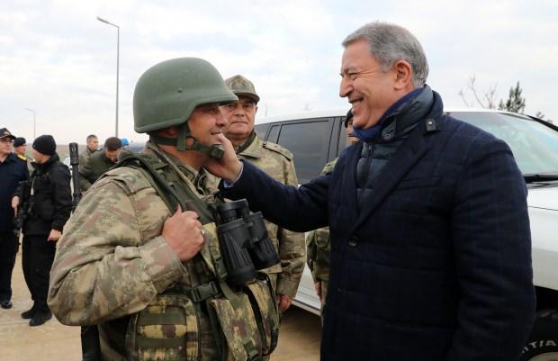 Milli Savunma Bakanı Hulusi Akar'dan flaş yeni askerlik sistemi açıklaması!