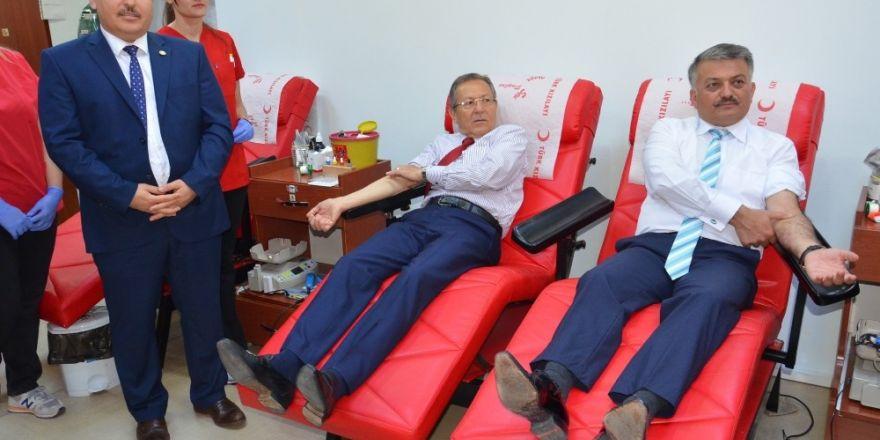 Balıkesir kan veriyor kampanyası başladı