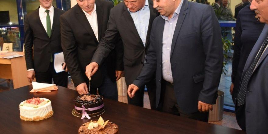 Meclis üyesi Ayhan Cicu'ye mecliste sürpriz doğum günü