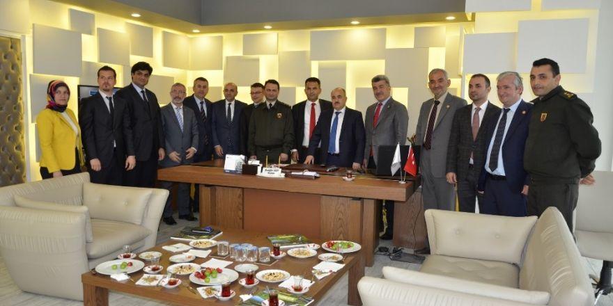 Vali Zülkif Dağlı'dan Başkan Yiğit'e ziyaret
