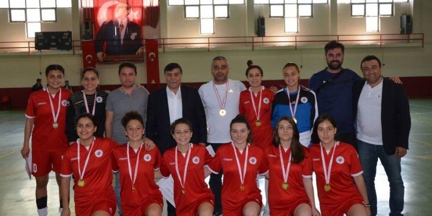 Emet'te yapılan Türkiye Okullararası Genç Kızlar Futsal yarı final maçları sona erdi