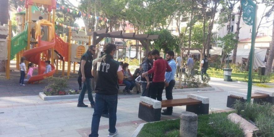 Burhaniye'de Narkotik Ekipleri sokak satıcılarına savaş açtı