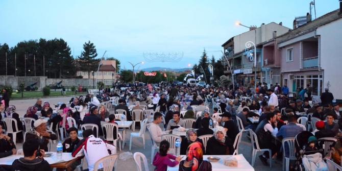 Dumlupınar Belediyesi'nden halk iftarı