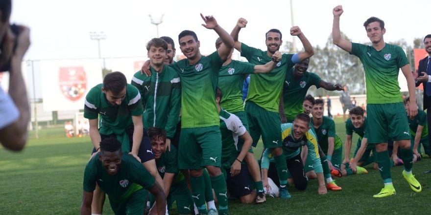Bursaspor'un U19 takımı şampiyon oldu