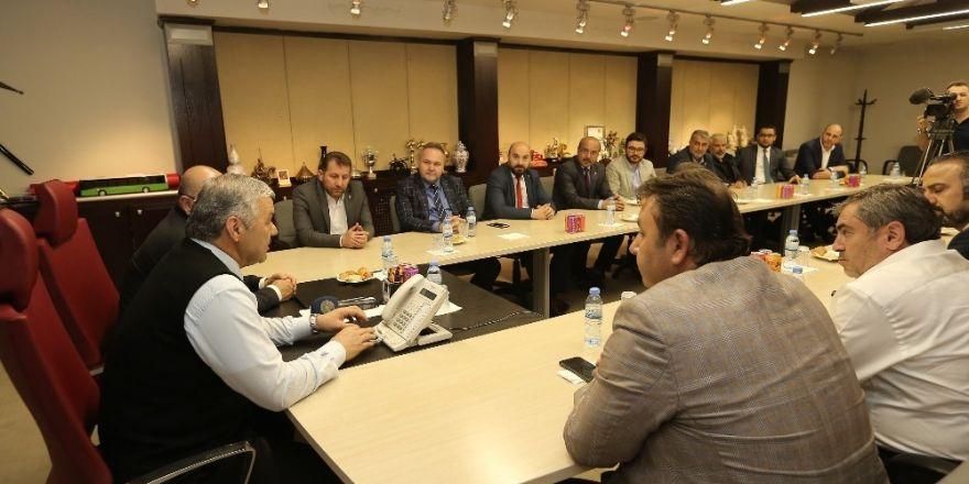 AK Parti İl Yönetimi Başkan Mustafa Çelik'i ziyaret etti