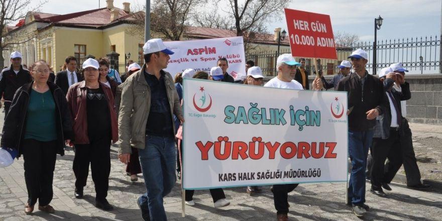 Kars'ta sağlıklı yaşam yürüyüşü yapıldı