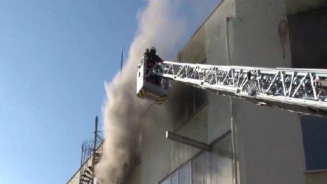 Tuzla'da Polyester Fabrikasında Korkutan Yangın