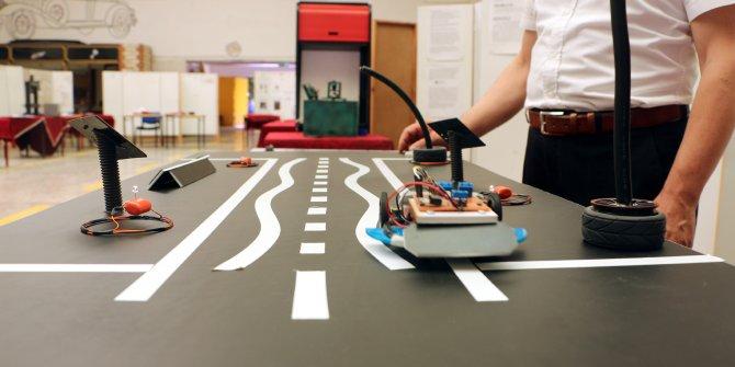 Meslek liselilerden elektrikli araçların otoyolda şarj olacağı proje
