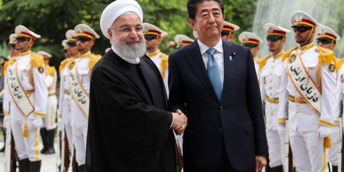 Abe, Ruhani tarafından resmi törenle karşılandı