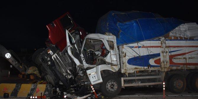 Kırıkkale'de zincirleme kaza: 2 ölü, 17 yaralı (2)