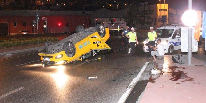 Beyoğlu'nda taksi takla attı: 1 yaralı