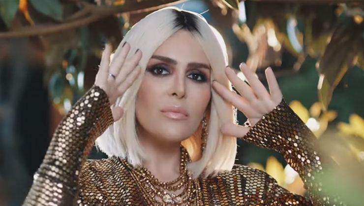 Selin Ciğerci'nin 'Hikaye' şarkısı dinle!