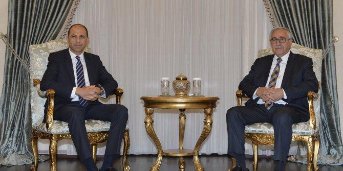 KKTC Dışişleri Bakanı ile Rum liderin görüşmesi tartışma yarattı (2)