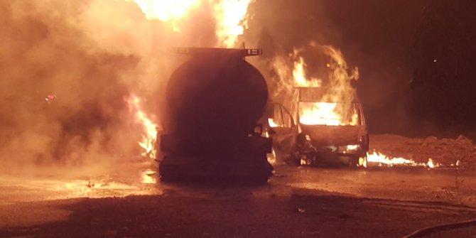 Pamukova'da park halindeki tanker ve minibüs yandı: 1 yaralı