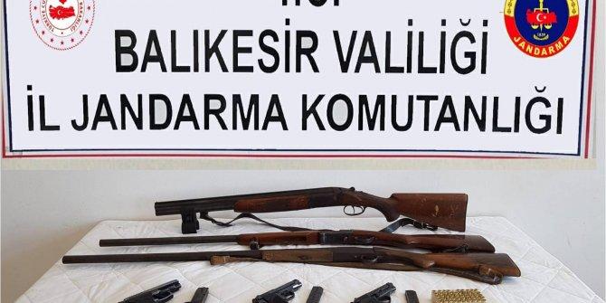 Balıkesir'de jandarmadan ruhsatsız silah operasyonu