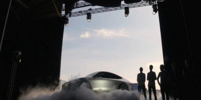 Güneş enerjisiyle çalışan otomobil tanıtıldı- Yeniden
