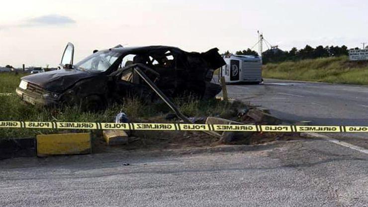 Eskişehir'de ticari araçla, otomobil çarpıştı: 3 ölü, 6 yaralı!