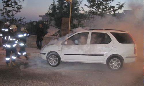 Pendik Orta Mahallede Araç Yangını