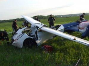 Uçan araba yere çakıldı