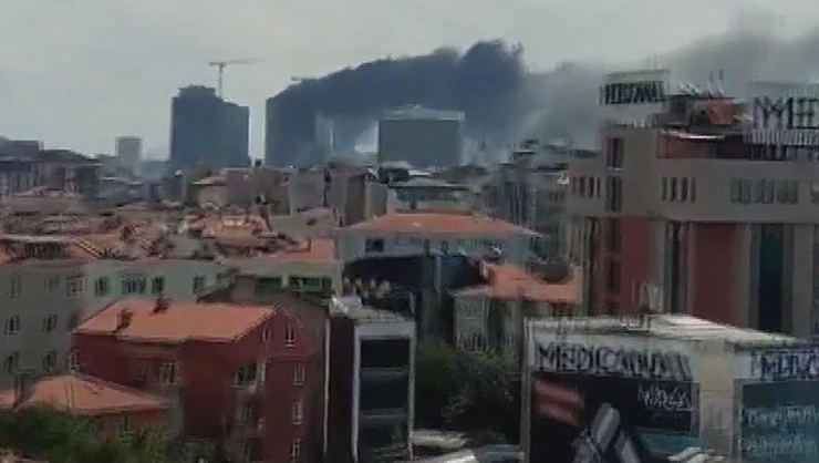 Ümraniye'de 29 katlı binada korkutan yangın!