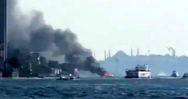 İstanbul Boğazı'nda yangın!