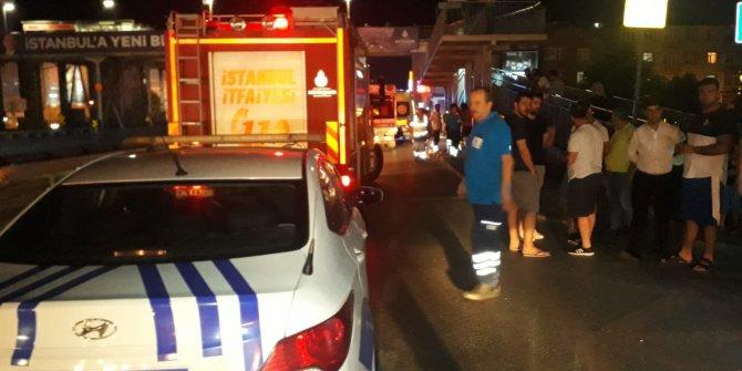 Sefaköy'de bir araç otobüs durağına daldı: 6 yaralı(2)