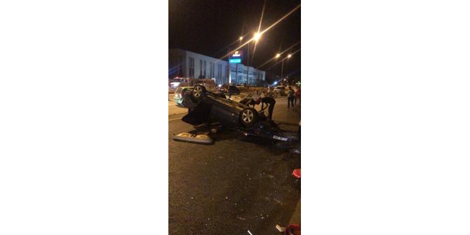 Takla atan otomobilde iki kişi yaralandı