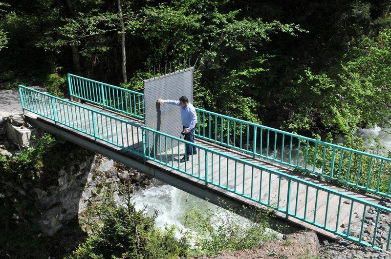 Rize'de yabancılara önlem: Köprü üzerine demir kapı