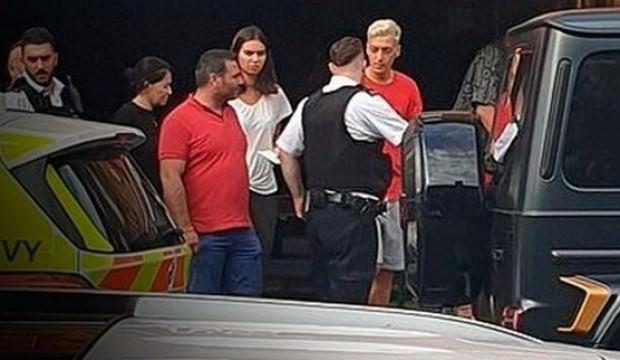 Ünlü Futbolcu Mesut Özil'e bıçaklı saldırıda 2 Türk gözaltına alındı!