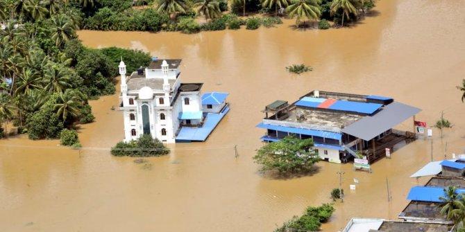 Hindistan'da selin vurduğu şehir havadan görüntülendi