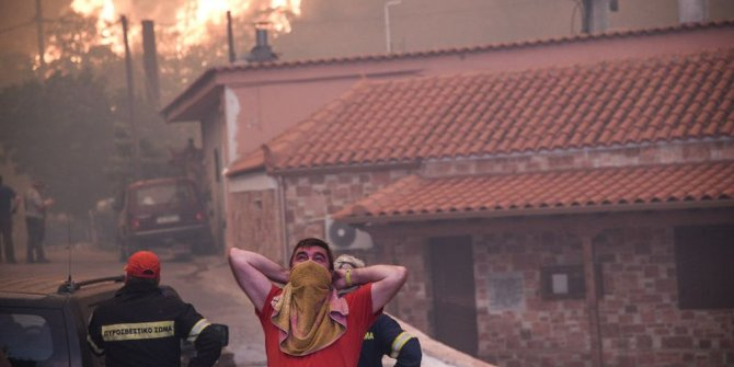 Yunanistan'da korkutan yangın, iki köy boşaltıldı