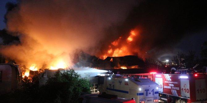 Şanlıurfa'da yapı markette yangın (2)- Yeniden