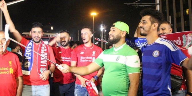 Liverpool taraftarları İstiklal Caddesi'nde eğlendi