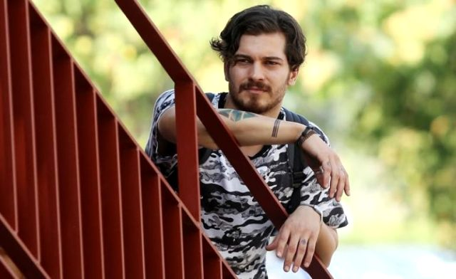 Oyuncu Çağatay Ulusoy'un yeni imajı görenleri şaşırttı