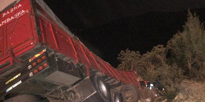 İznik'de kamyon şarampole devrildi: 1 ölü