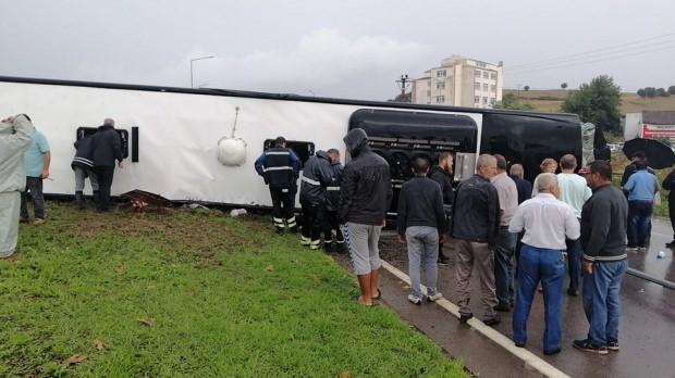 Çanakkale'de otobüs devrildi: Ölü ve yaralılar var
