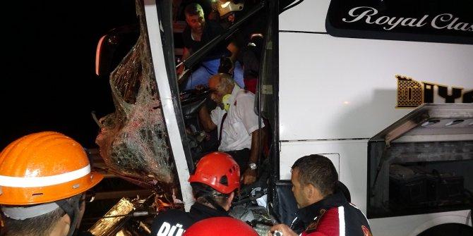 Bolu Dağı'nda yolcu otobüsü TIR'a çarptı: 37 yaralı (2)- Yeniden