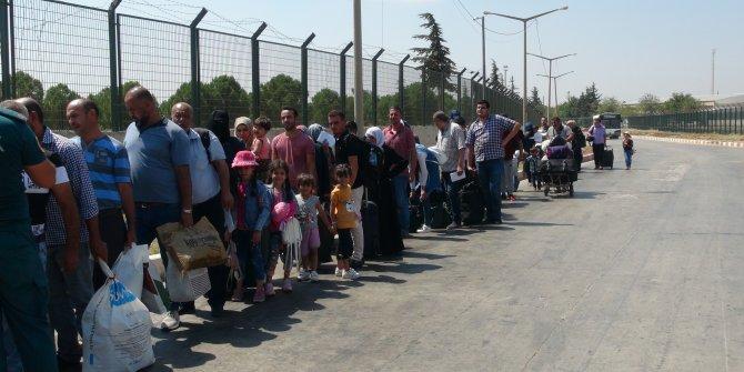 Bayram ziyaretinden dönen Suriyelilerin Türkiye'ye girişi başladı