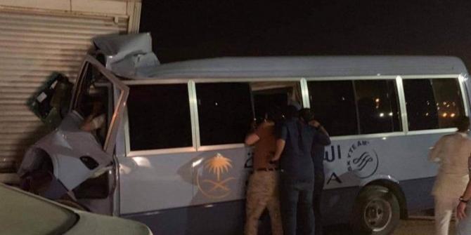 Suudi Arabistan'da hostesleri taşıyan minibüs kaza yaptı: 1 ölü, 11 yaralı