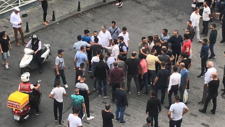 Taksim'de ortalık karıştı! Yabancı uyruklu iki grup arasında kavga çıktı...