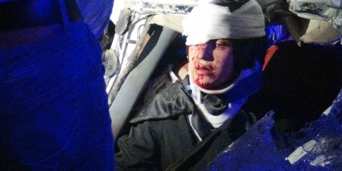 Minibüs ile kamyon çarpıştı:4 ağır 3'ü çocuk 8 yaralı