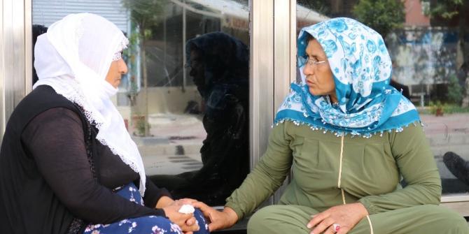 Diyarbakır'da HDP il binası önünde bir anne daha oturma eylemi başlattı